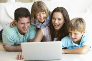 oung parents, with children, on laptop computer